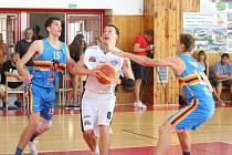 Přípravný basketbalový zápas 2017: BK Lokomotiva Plzeň (bílé dresy) - BK Lions Jindřichův Hradec 58:85