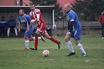 FOTBALISTÉ ŠVIHOVA (na archivním snímku hráč v modrém dresu) se po podzimní části třetí třídy okresu Klatovy nacházejí na třetím místě.