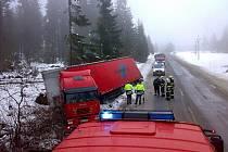 Středeční nehoda kamionu u Železné Rudy