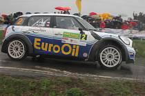 První rychlostní zkouškou, Klatovským okruhem, odstartovala v pátek 48. Rallye Šumava.