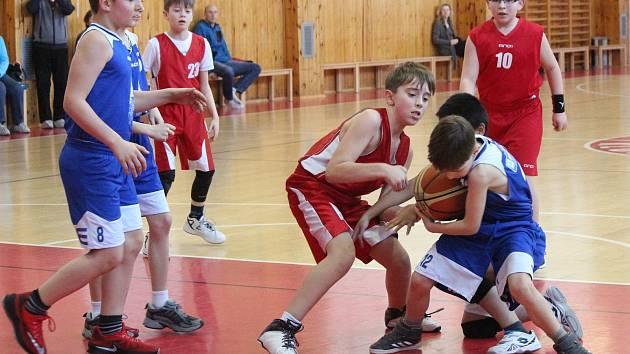 Kvalifikace o národní finále nejmladších minižáků v basketbalu - zápas Klatovy (červení) - Domažlice.