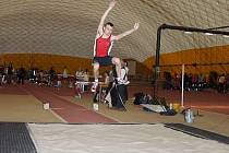 Tomáš Hostýnek nenašel v krajské konkurenci ve skoku dalekém přemožitele a tuto disciplinu vyhrál v novém osobním rekordu 644 cm.