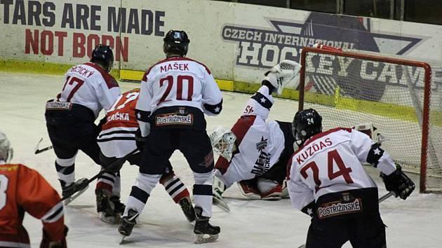 Tento závar před brankářem Nymburku brankou neskončil. To ale klatovské hokejisty mrzet nemuselo. Z ledu soupeře si odvezli všechny body za vítězství 4:1.