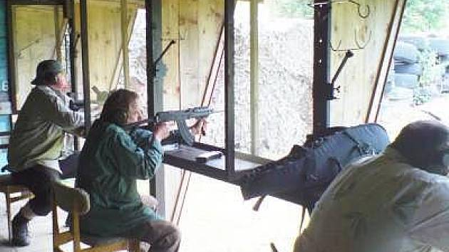 Deset ran se střílelo v obou disciplínách vsedě.