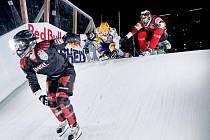 Václava Kosnara (na snímku v červené kombinéze vpravo nahoře) čeká 250 bodový Riders Cup v Rakousku.