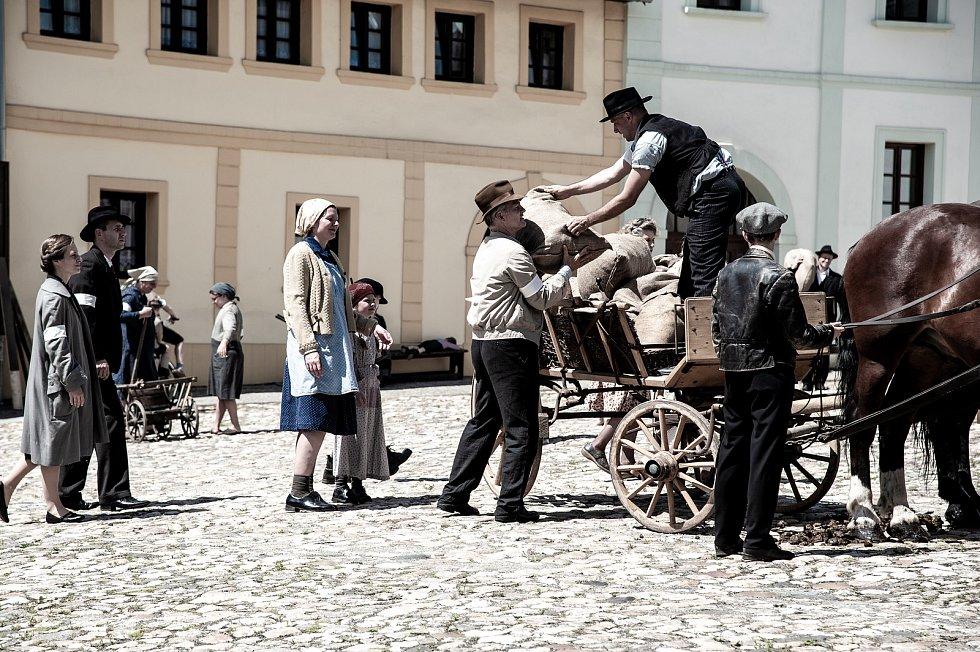 Fïlm Lidi krve, snímky jsou z natáčení v Úterý.