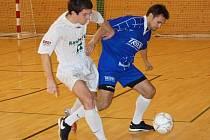 Po zatím nejlepším letošním výkonu remizovali futsalisté SF Trivel Klatovy (modré dresy) se Stonavou 0:0.