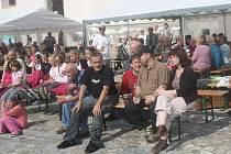 Setkání zastupitelů s občany na náměstí v Kašperských Horách