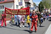 Recesistické oslavy prvního máje v Bolešinech na Klatovsku.