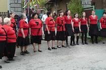 """V Pačejově se jako každý rok sešli obyvatelé na návsi při jarní akci ,,Posezením pod májkou""""."""