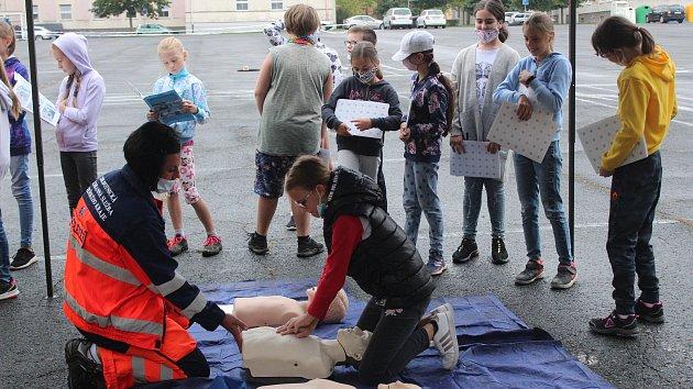 Děti zaujala pouta i policejní BMW