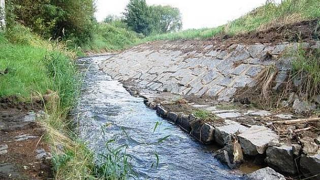Upravené koryto Drnového potoka