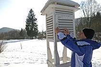 Antonín Vojvodík u meteorologické stanice na Horské Kvildě