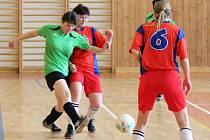 Dívčí amatérská fotbalová liga: Sokolky Neznašovy (zelené dresy) - Šelmy Blovice 11:3