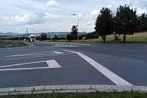 Křižovatka z Klatov na Domažlice a Janovice nad Úhlavou, kde by měla být vybudován nový chodník a začínat cyklostezka.