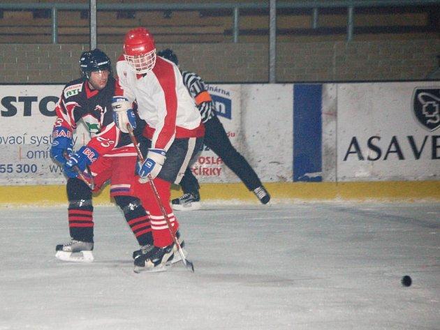 Lubští hokejisté v utkání okresního hokejového přeboru mužů Bohemia Lion Cup na klatovském zimním stadionu porazili vysoko 14:2 Nýrsko