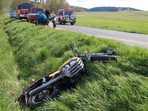 Mezi Plánicí a Hnačovem se srazili dva motorkáři.