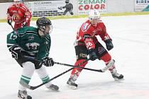 Krajská liga juniorů: HC Klatovy (v červeném) - HC Český Krumlov 2:1.