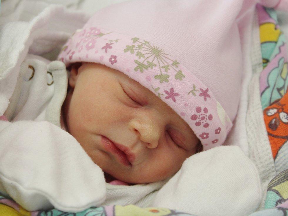 Barbora Šperlová z Libětic (2720 g, 48 cm) se narodila v klatovské porodnici 4. května v 18.53 hodin. Rodiče Petra a Tomáš věděli, že se jim narodí dcera, kterou přivítali na světě společně. Na sestřičku se těší Tomášek (5).
