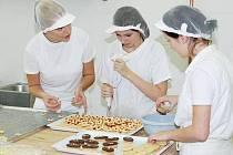 Provoz pekárny, cukrárny a prodejny v novém centru odborného výcviku SŠZP Klatovy zajišťují sami studenti
