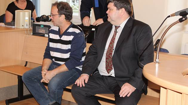 Ladislav Vlasák (vpravo) a Antonín Špídl u soudu.