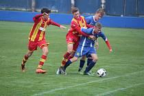 Klatovští dorostenci (na archivním snímku hráči v modrých dresech) porazili Strakonice. Devatenáctka uspěla 3:1, fotbalisté do 17 let dokonce 5:0.