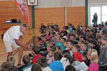 Josef Zimovčák navštívil klatovské žáky