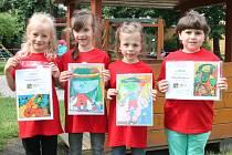 Mladé malířky ze školky v Koldinově ulici v Klatovech Ivetka Bezpalcová, Nikolka Křesáková, Natálka Křesáková a Eliška Matějková (zleva)
