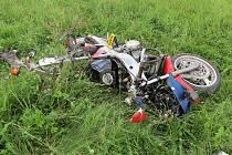 """Motorkář nezvládl """"kruháč"""", musel pro něj letět vrtulník"""