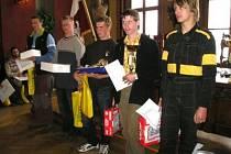 Zdeněk Krýsl (druhý zprava) ze Střední odborné školy a Středního odborného učiliště v Sušici při vyhlášení výsledků soutěže.