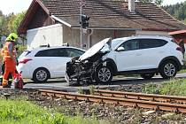 Srážka osobního auta s vlakem v Běšinech