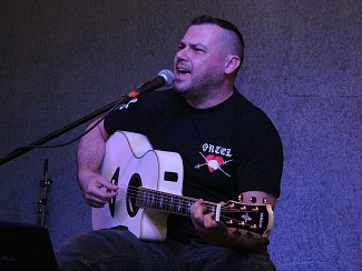 Tomáš Ortel v Music klubu U Košile v Klatovech.