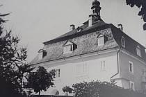 Historický pohled na zámek v Běhařově