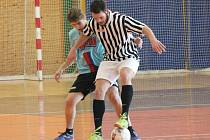 Futsalová Kapitol liga: FC Nikomu (pruhované dresy) - Mengy Team 3:9