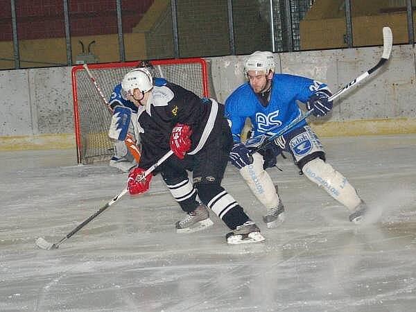 V krajské lize mužů porazili hokejisté SKP Klatovy Ekonomické stavby Plzeň 4:3