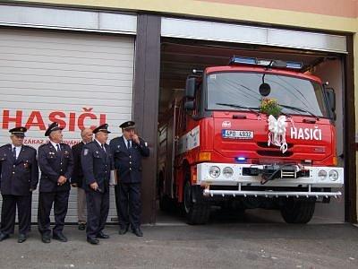 Nové auto dostali strážovští hasiči v roce 2008