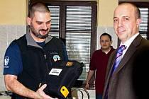 Horská služba dostala nové defibrilátory