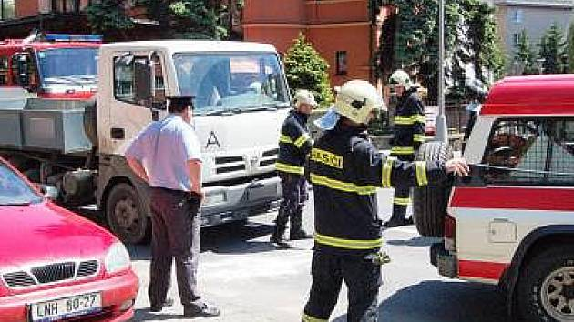 Malého chlapce srazil v klatovské Koldinově ulici nákladní automobil
