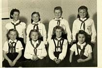 Pionýrky ze Slatiny 60. léta.