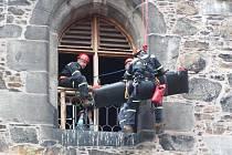 Cvičení hasičů na Černé věži v Klatovech