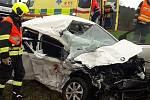 Střet osobního a nákladního auta u Borov
