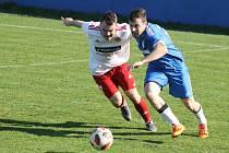 Klatovy (hráč vlevo) vyhrály 1:0.