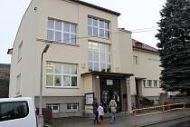 Budova školy ve Velharticích slavila osmdesátku.
