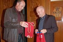 Předseda ČMFS Ivan Hašek s klatovským starostou Rudolfem Salvetrem