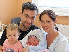 Hynek Chaluš z Lub (3980 g, 54 cm) se narodil v klatovské porodnici 26. září v 10.02 hodin. Rodiče Markéta a Michal přivítali očekávaného syna na světě společně. Na brášku se těší Taťánka (1,5).