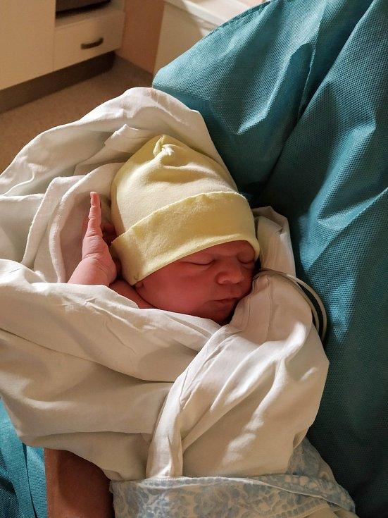 Emanuel Třeška se narodil 8. června 2021 rodičům Anně a Václavovi z Číčova. Po příchodu na svět v porodnici u Mulačů v Plzni vážil jejich prvorozený syn 3010 g a měřil 47 cm.