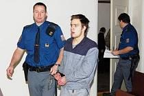 Obžalovaného Radka Babku přivedla ke klatovskému soudu vězeňská eskorta.