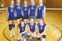 Vítězové volejbalového turnaje O pohár města Sušice v kategorii mužů a žen z TJ Sokol Bezděkov.
