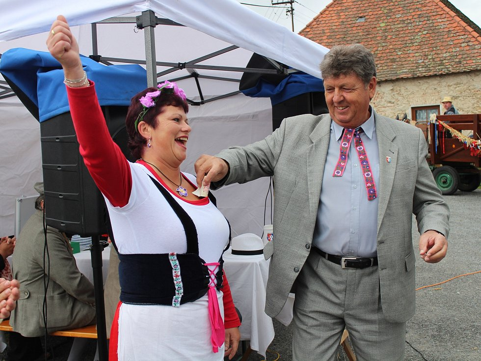 Dožínky ve Velešicích a Pačejově na Klatovsku.