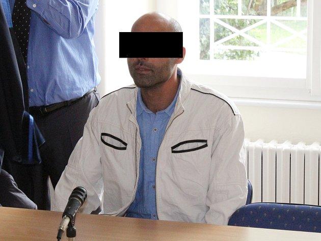 Tunisan A. M. podle obžaloby dlouhodobě týral svou partnerku.